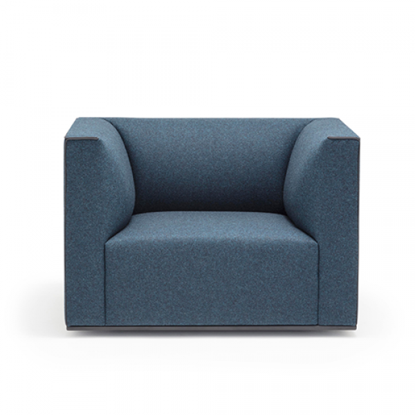 Grand Raglan armchair